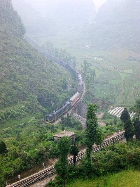 The Guizhou-Guangxi Railway near the Layi Station in Nandan County, Hechi. DF7D Train 2304.jpg