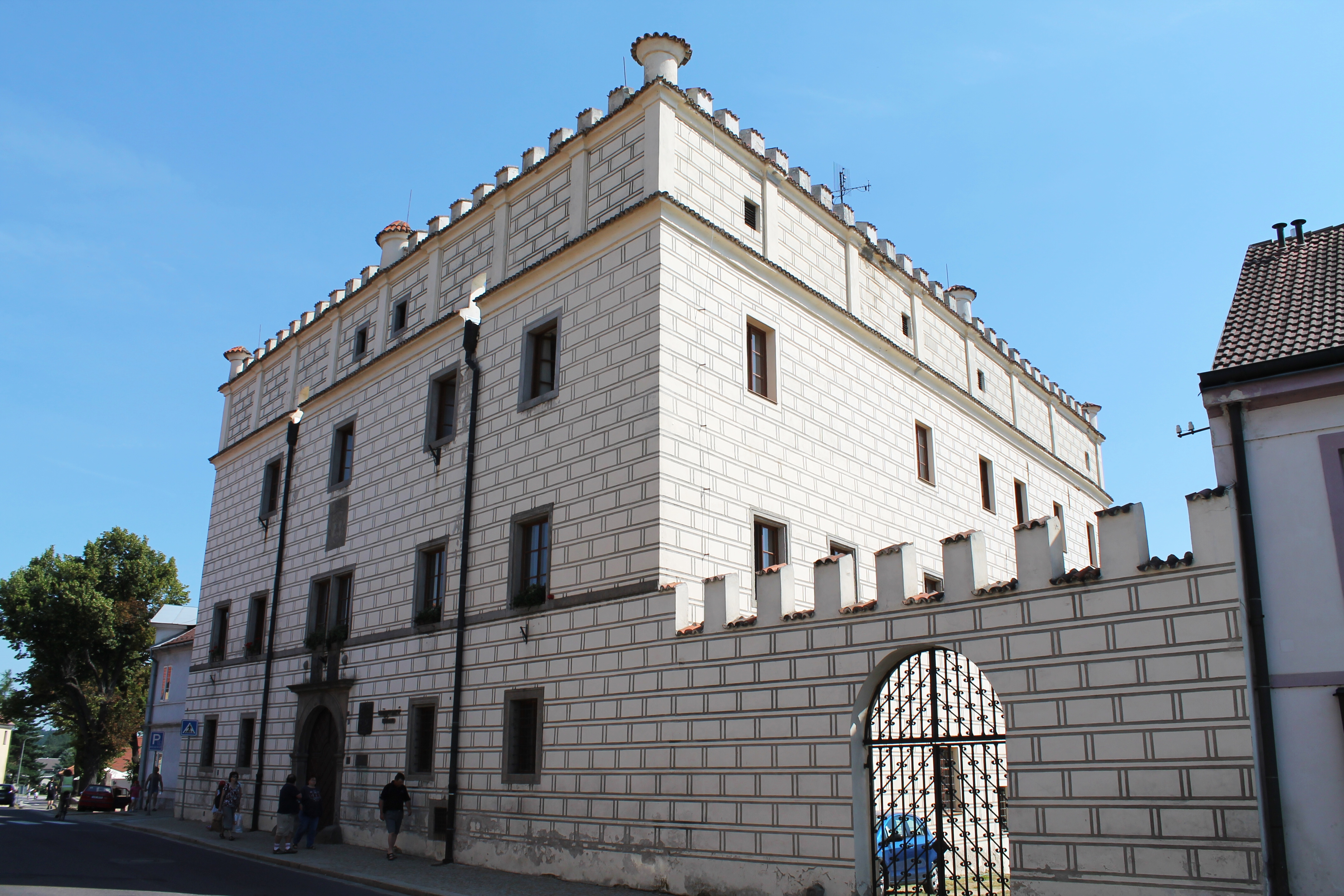 Datei:Dačice, Krajířova, starý zámek (2013-07-24; 01).jpg – Wikipedia