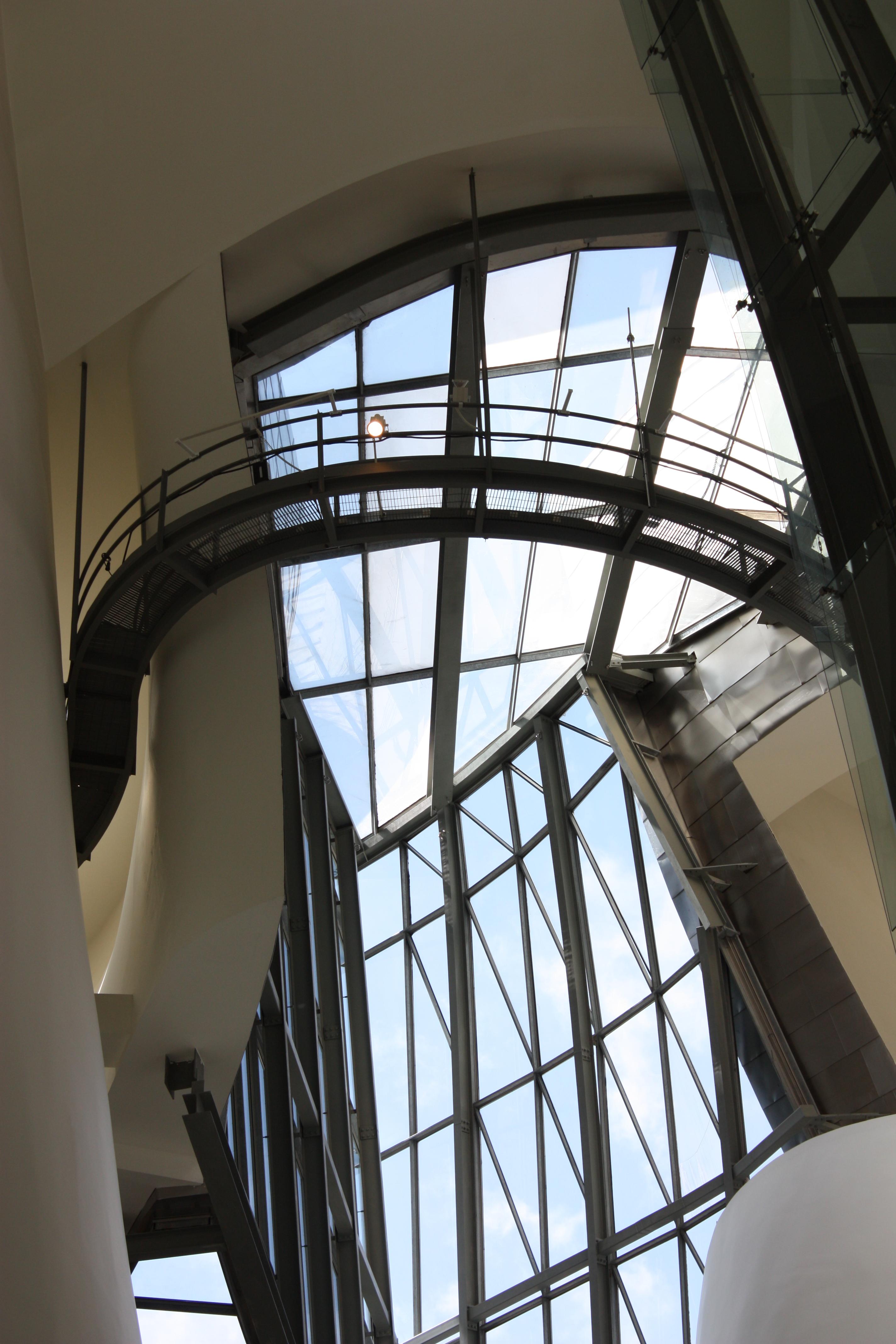 File Guggenheim Museum Interior Bilbao July 2010 07 Jpg Wikimedia Commons