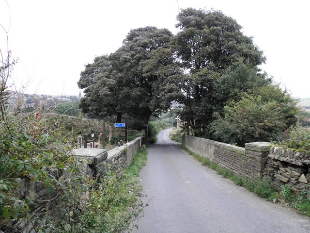 Headley Lane crossing the former Great Northern Railway - geograph.org.uk - 1496247