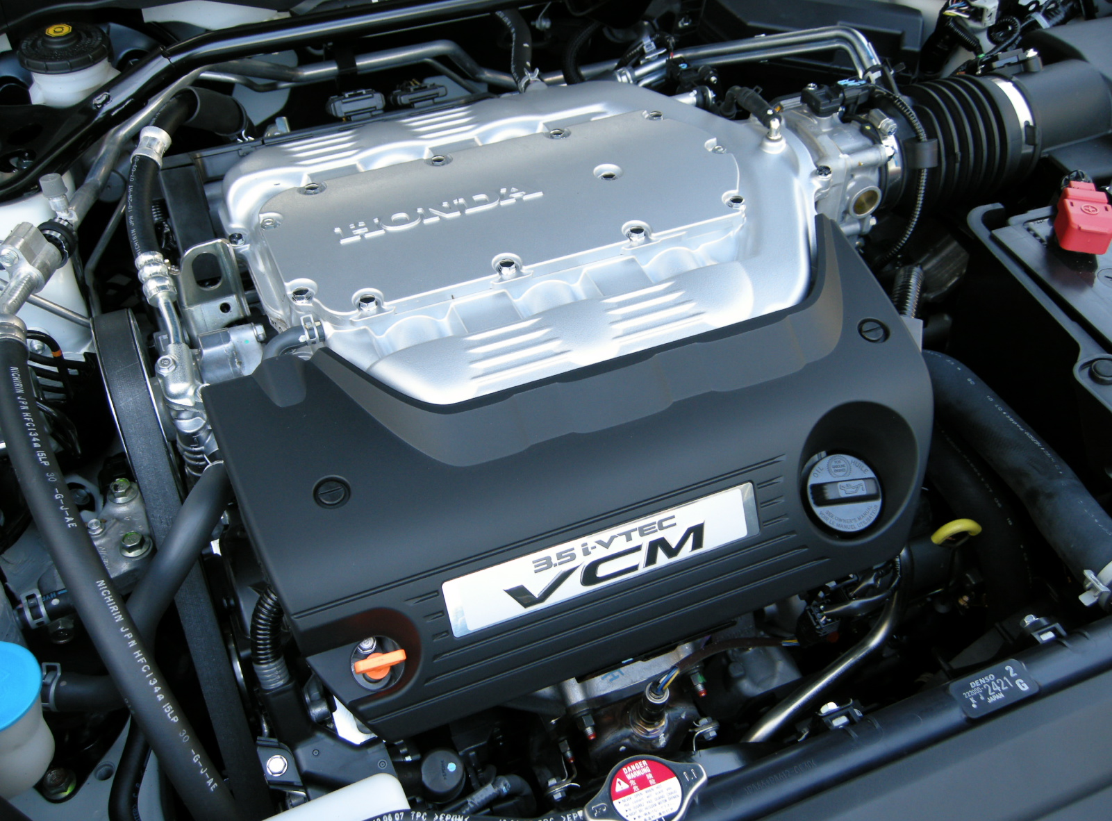 File Honda J35a Vcm Engine Jpg Wikimedia Commons