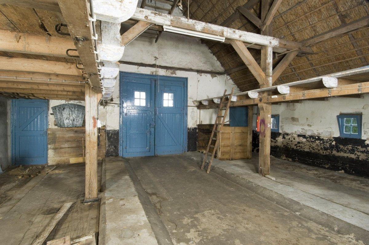 File interieur overzicht schuur aan de achterzijde van de for Boerderij interieur