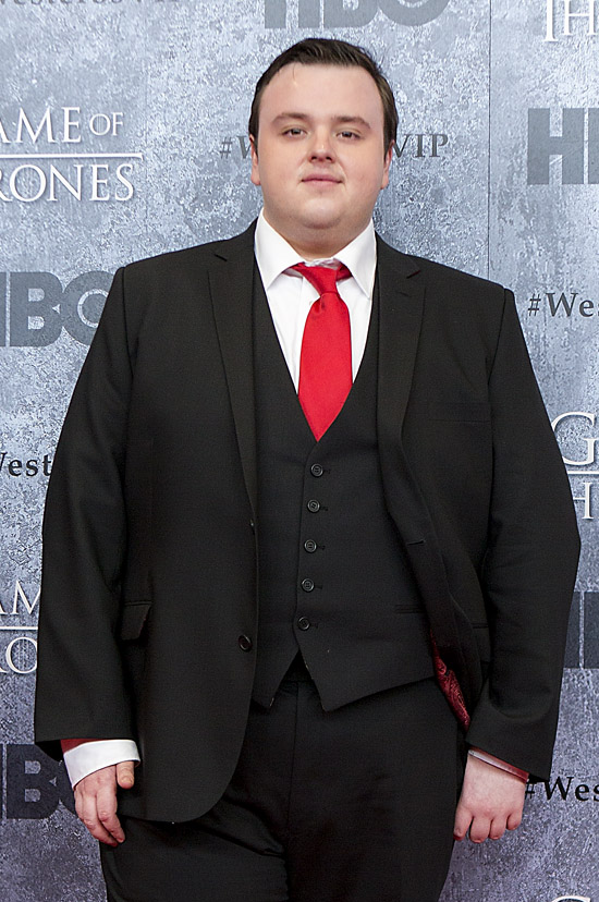 The 29-year old son of father (?) and mother(?), 173 cm tall John Bradley- West in 2017 photo
