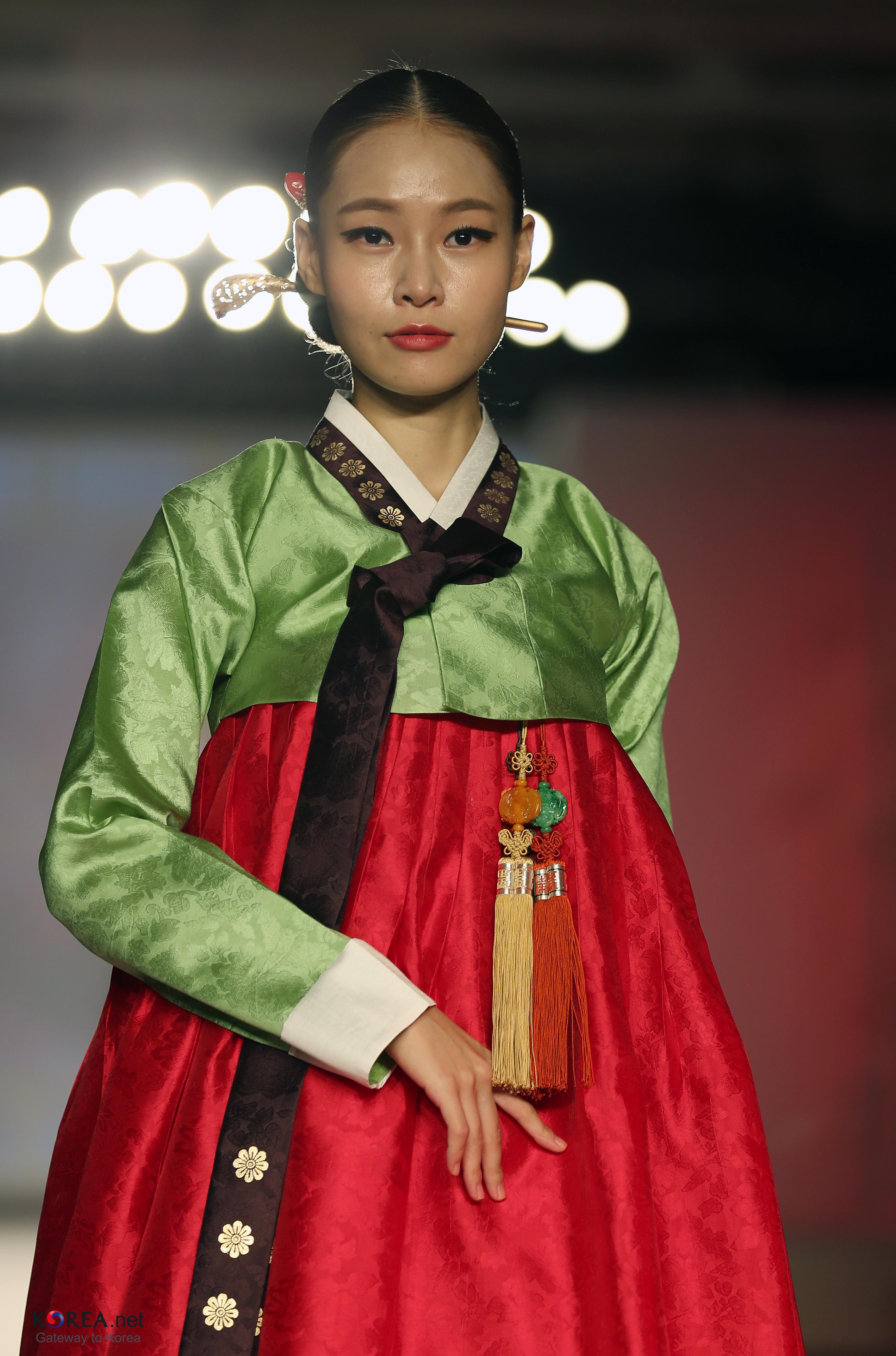 filekocis korea hanbokaodai fashionshow 61 9766489263