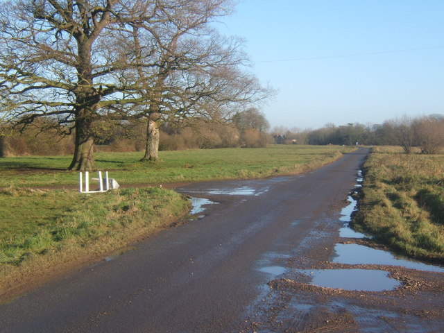 File:Lane to Mellis - geograph.org.uk - 1083135.jpg