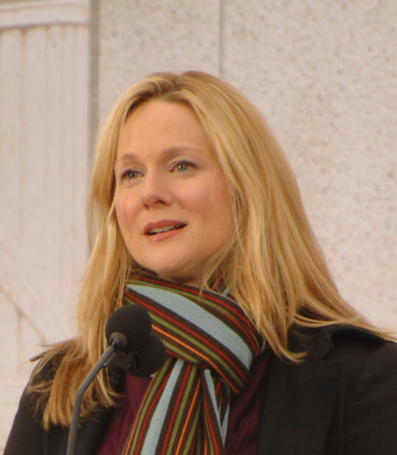 http://upload.wikimedia.org/wikipedia/commons/2/2a/Laura_Linney_crop.jpg