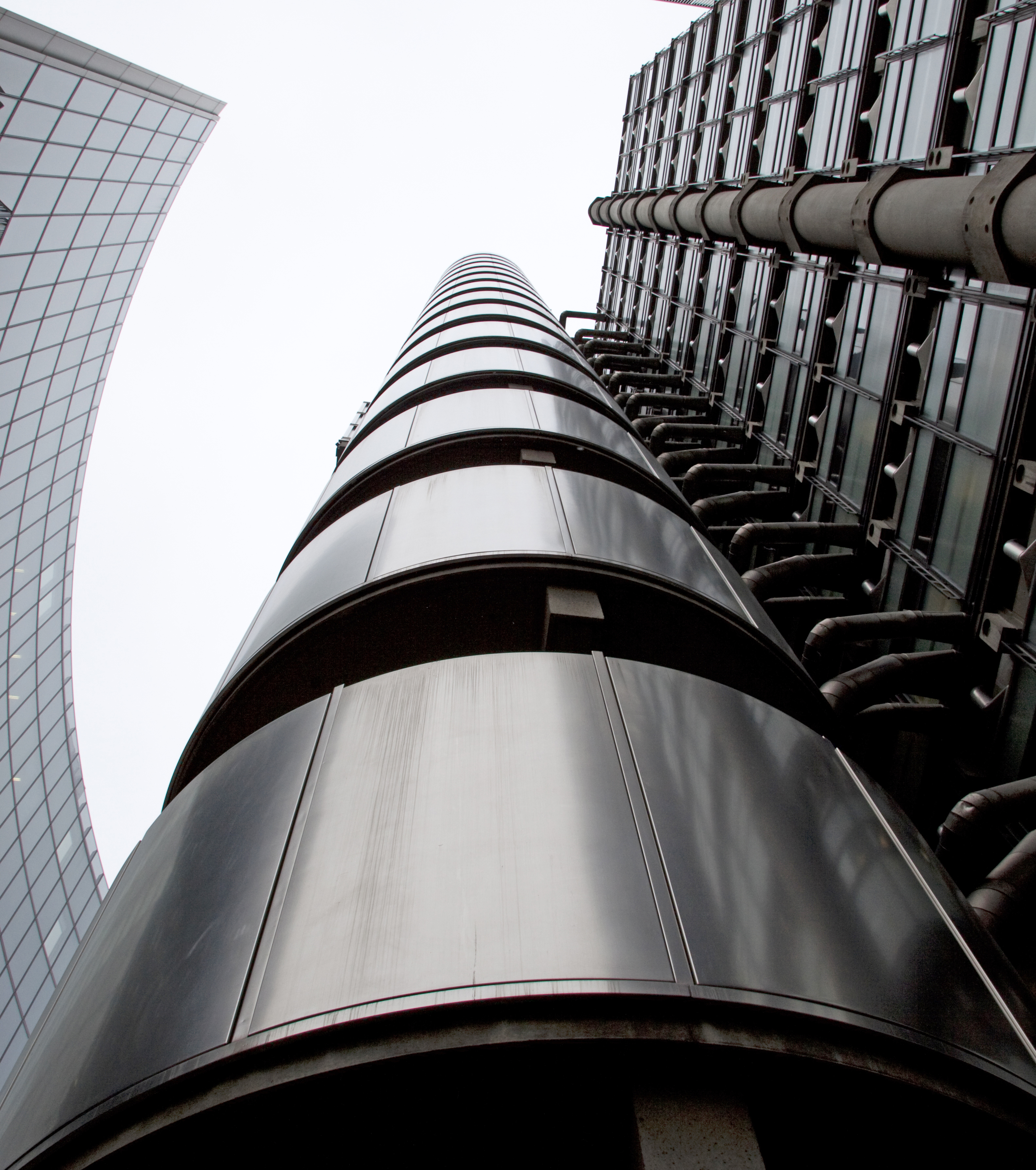 http://upload.wikimedia.org/wikipedia/commons/2/2a/Lloyds_building_1_%284276596675%29.jpg
