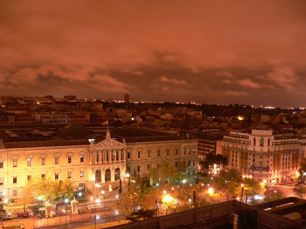 Madrid_-_Skyline_desde_Recoletos_02.jpg