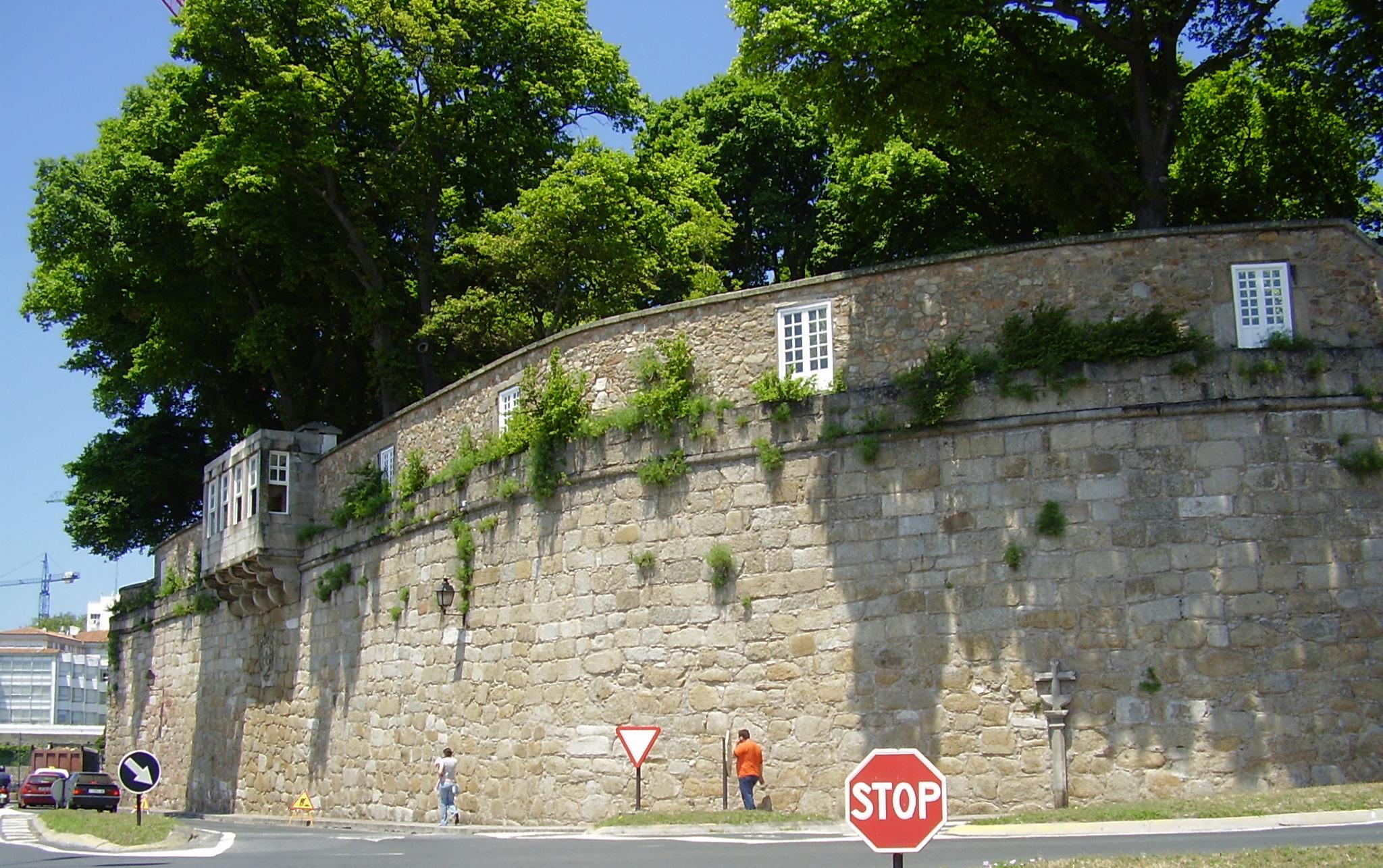 Archivo muralla del jard n de san wikipedia for Jardin 81 san carlos