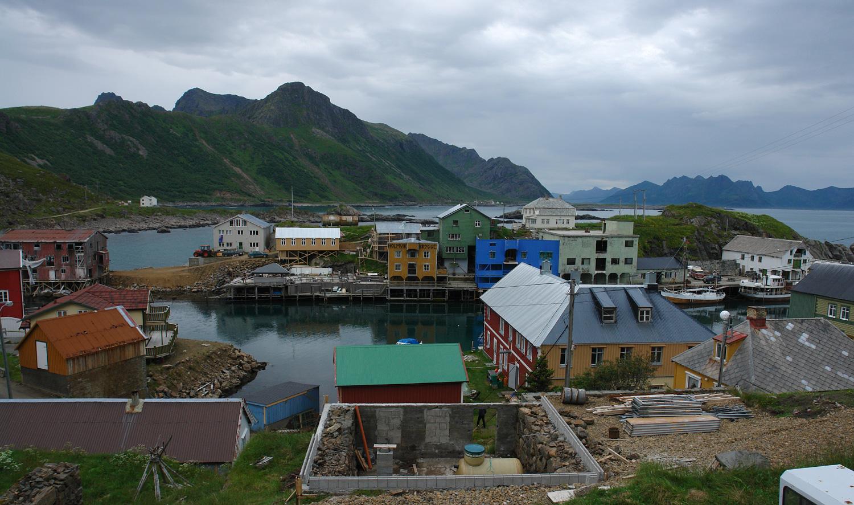 Fischerdorf Nyksund auf den Vesterålen in Norwegen, Foto: Jürgen Howaldt, Quelle: WikiCommons