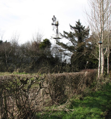 File:Old style windmill - geograph.org.uk - 722482.jpg