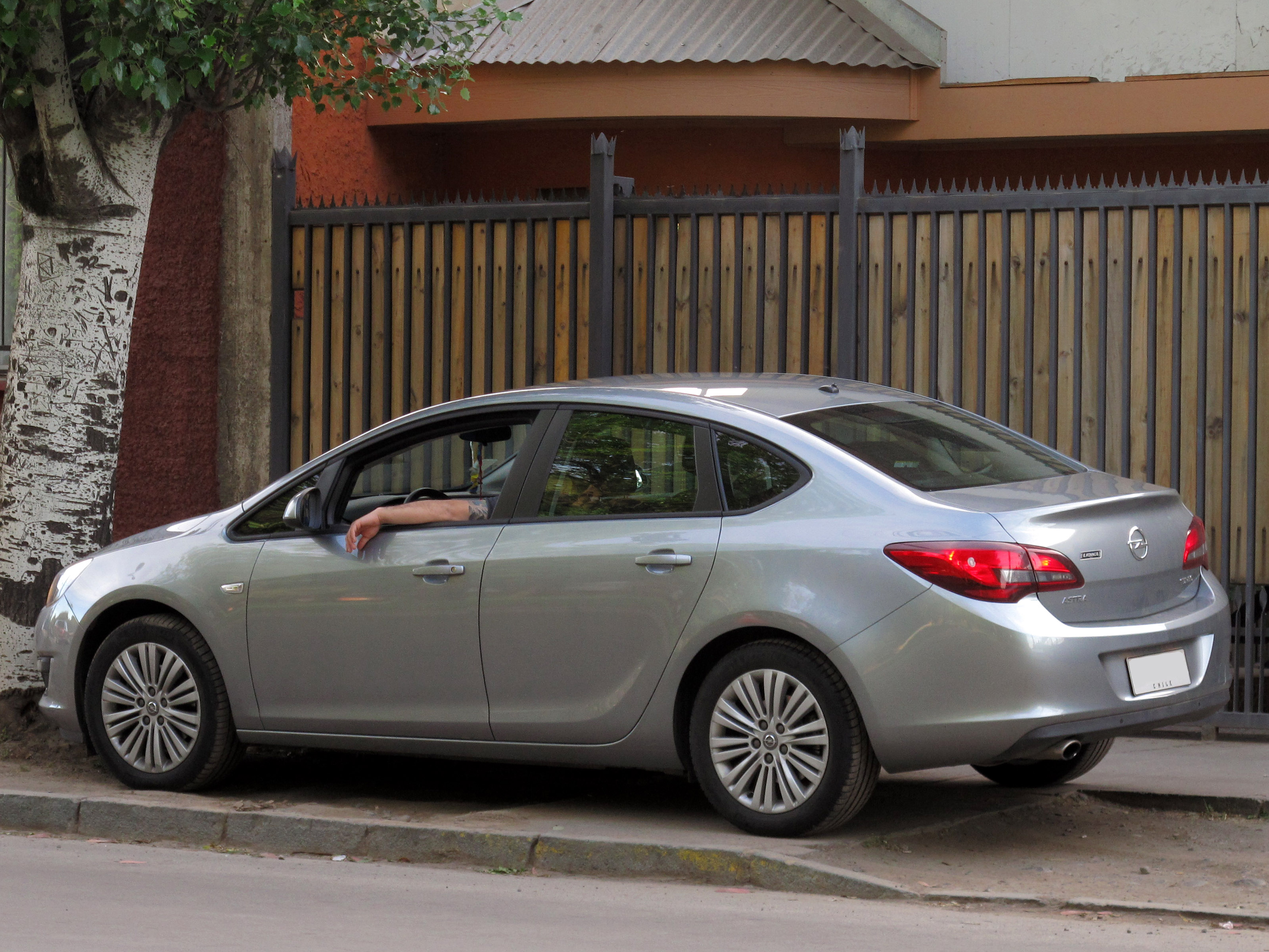 Opel astra sedan 2015