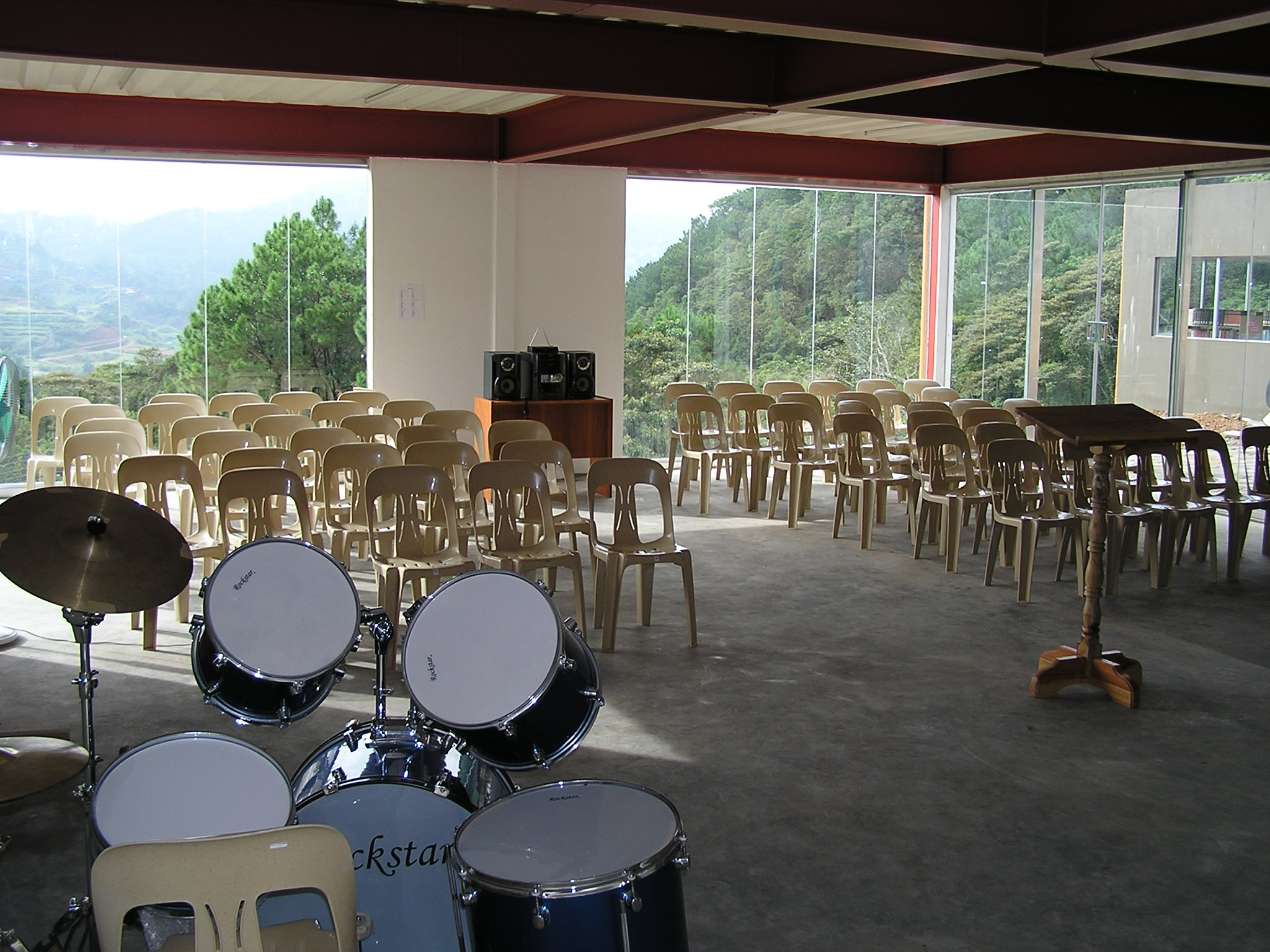 PCM Chapel.jpg English: Philippine College of Ministry, Baguio City, Philippines. The chapel can accommodate up to 100 seated. Date 22 September