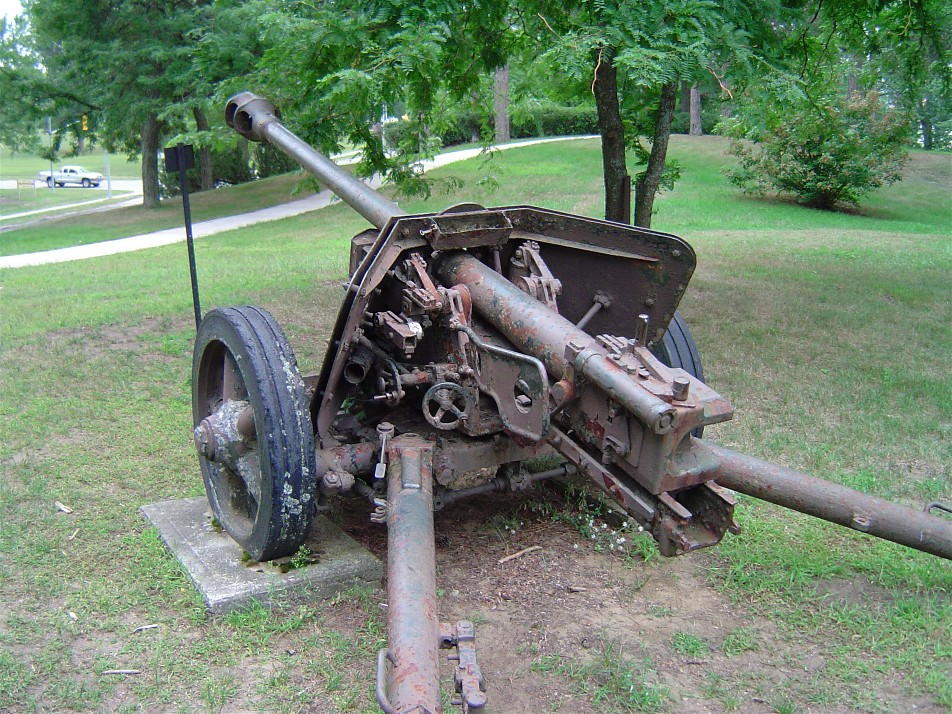 German 50 Mm Anti Tank Gun: File:Pak40 Cfb Borden 3.JPG