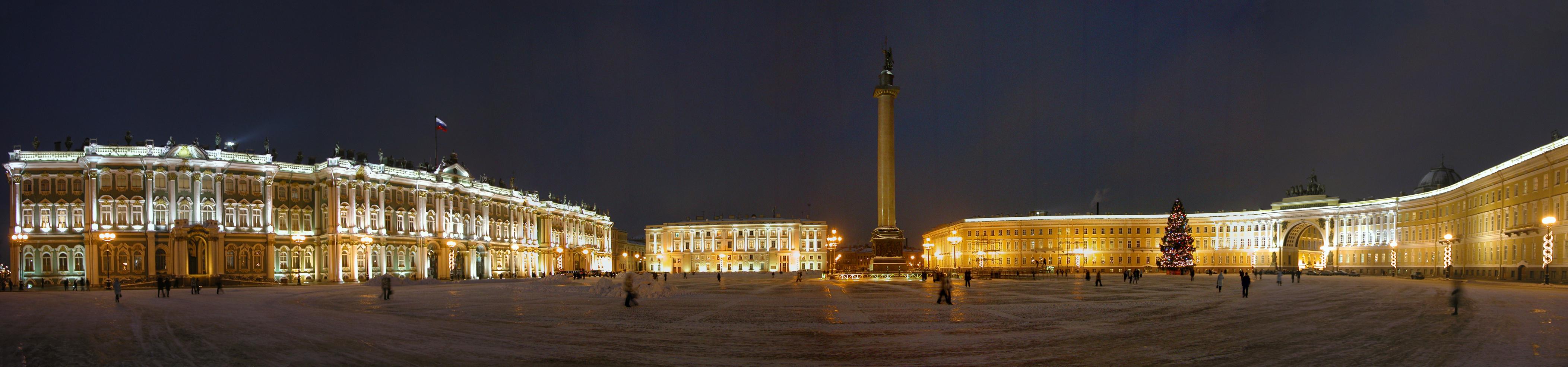 Дворцовая площадь зимней ночью. Зимний дворец, здание штаба Гвардейского корпуса, Александровская колонна, здание Главного штаба