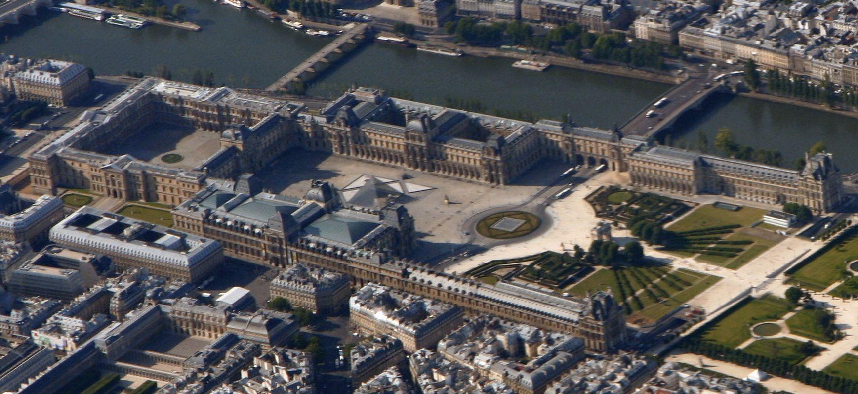 File palais du louvre wikimedia commons - Date de construction du louvre ...
