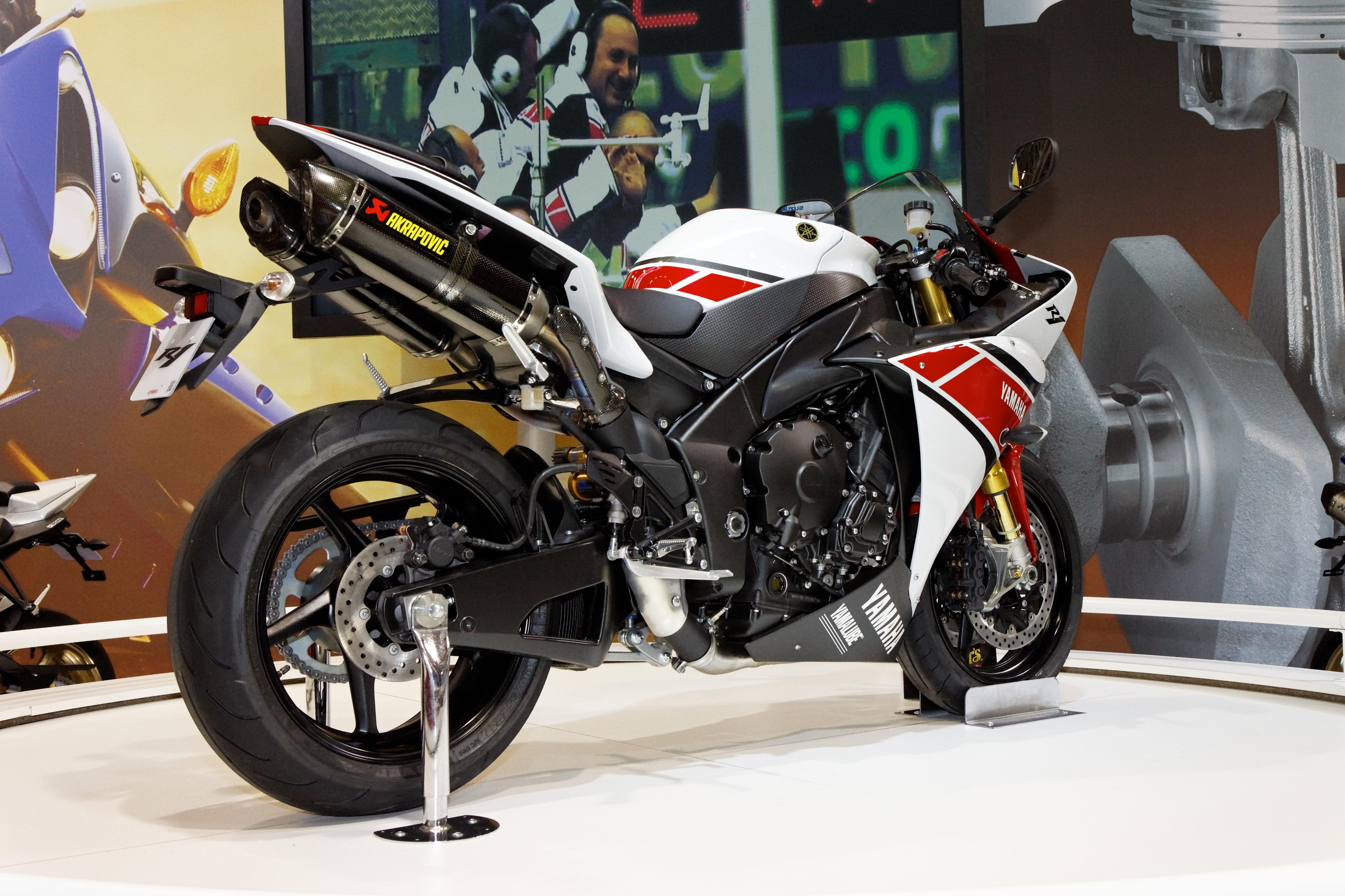 Populaire File:Paris - Salon de la moto 2011 - Yamaha - YZF-R1 - 004.jpg  BB79