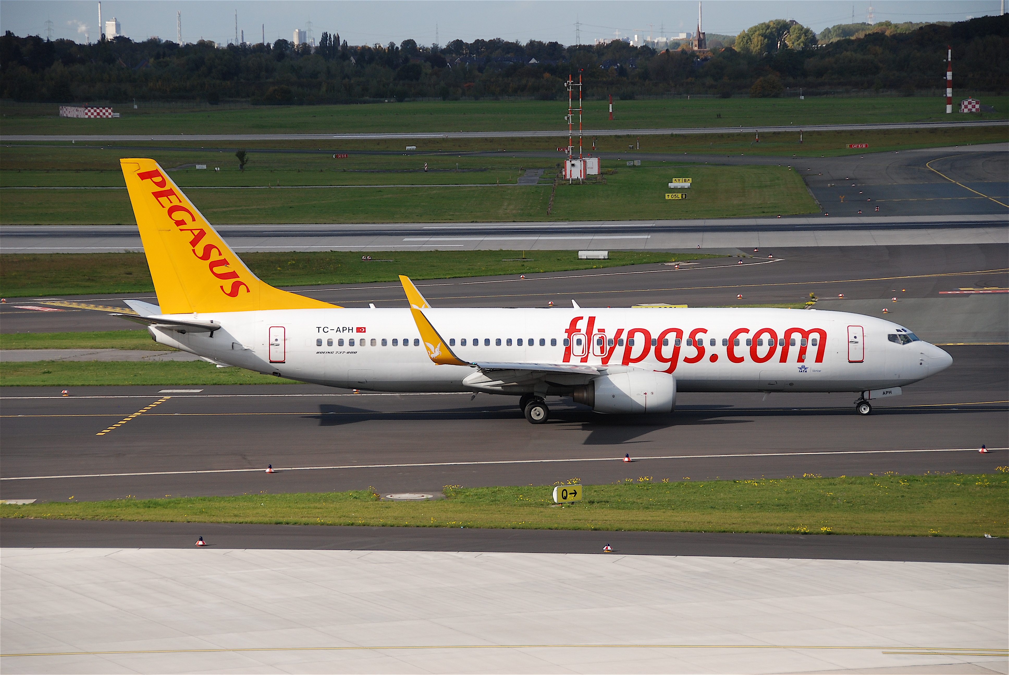 File:Pegasus Airlines Boeing 737-800, TC-APH@DUS,13.10.2009-558mn - Flickr - Aero Icarus.jpg - Wikimedia Commons