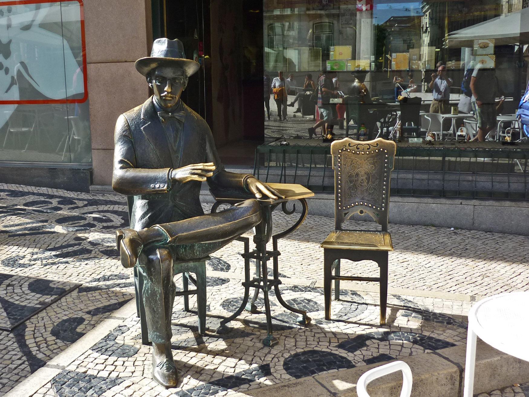 Estátua Fernando Pessoa Chiado