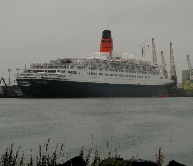 File:RMS 'Queen Elizabeth 2' at Belfast - geograph.org.uk - 992558.jpg