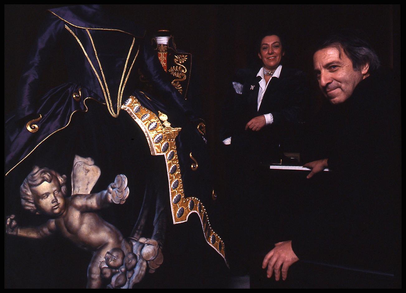 Roberto De Simone con la costumista Odette Nicoletti nel 1989