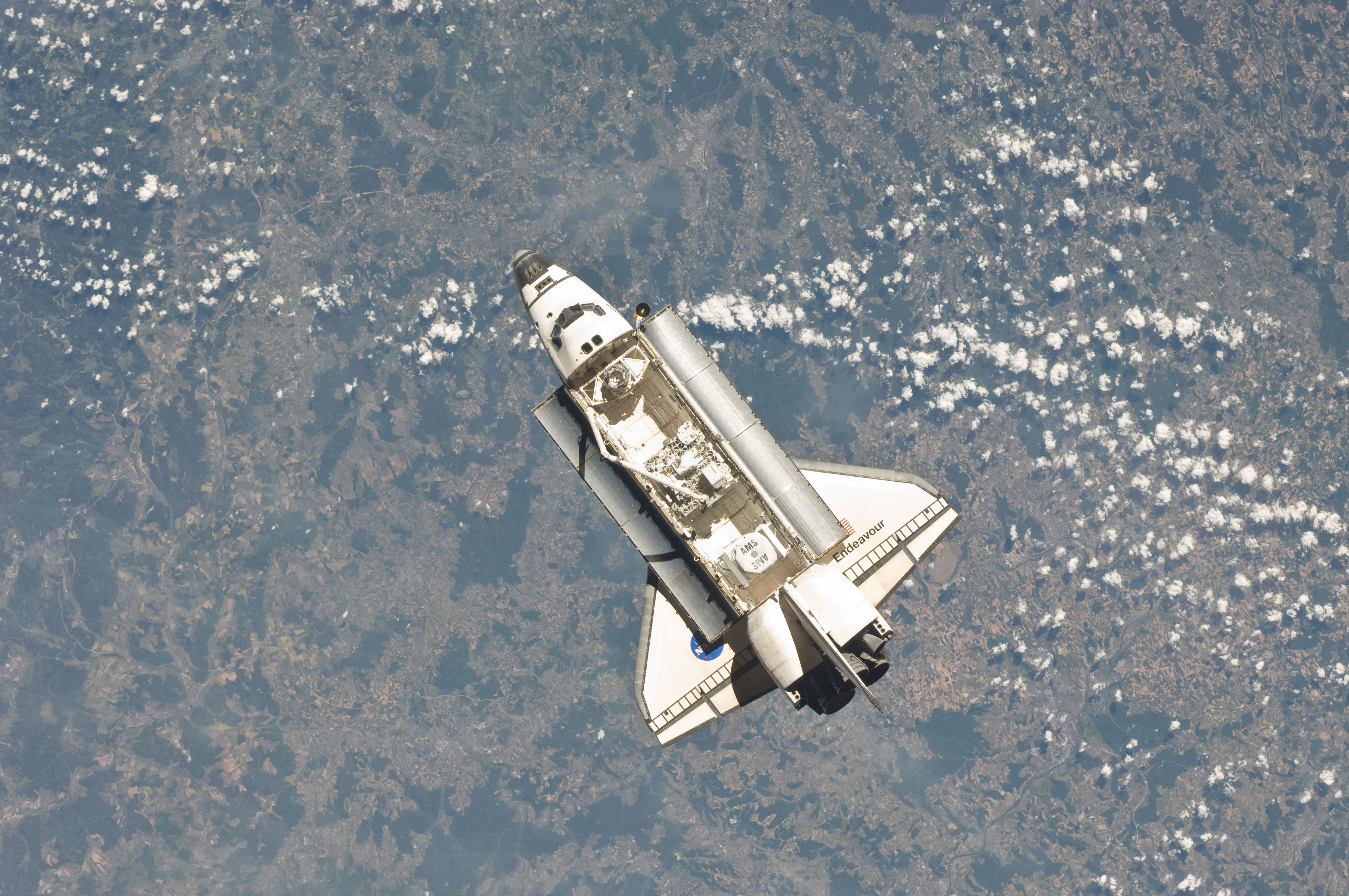 STS-134 Endeavour approaches the space station