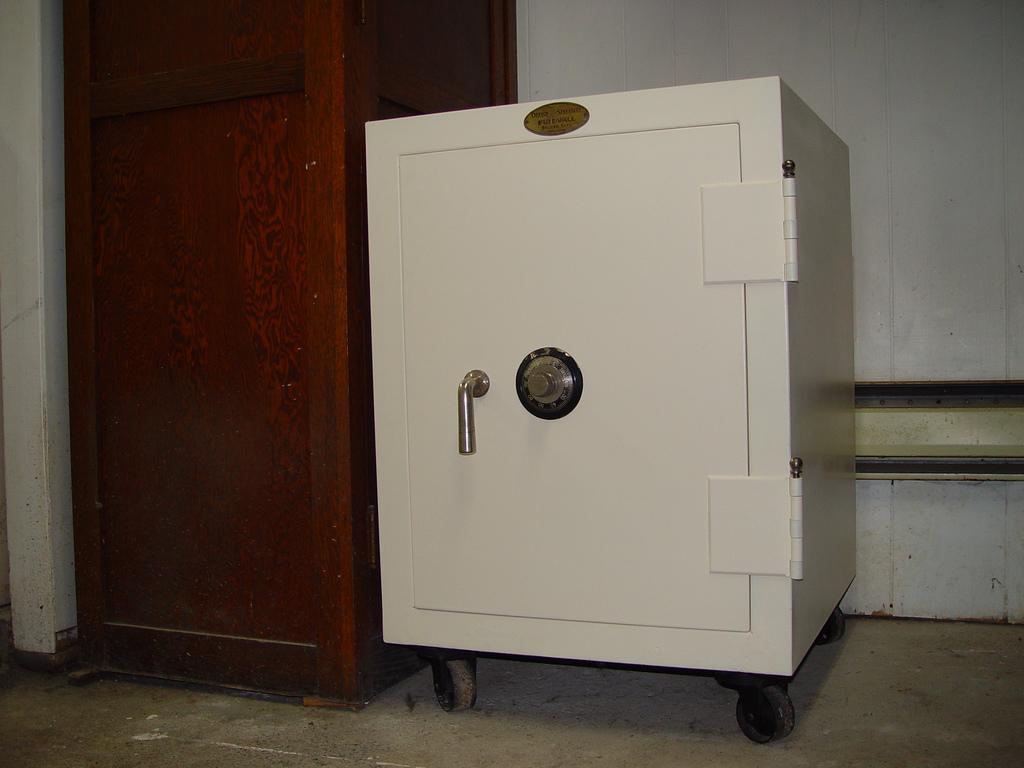 Safe-deposit_box.jpg