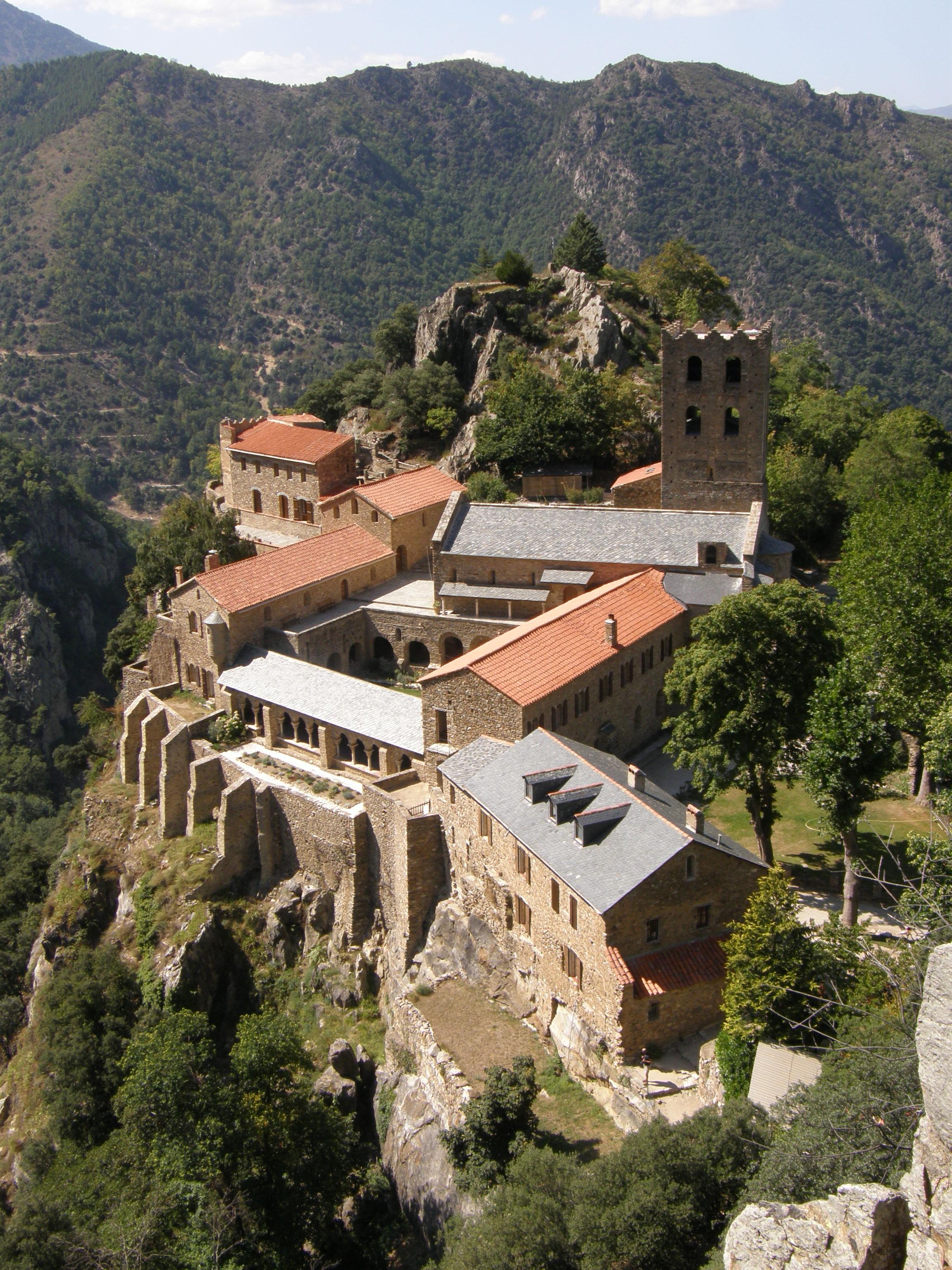 L'abbaye Saint-Martin du Canigou (en catalan : Sant Martí del Canigó)