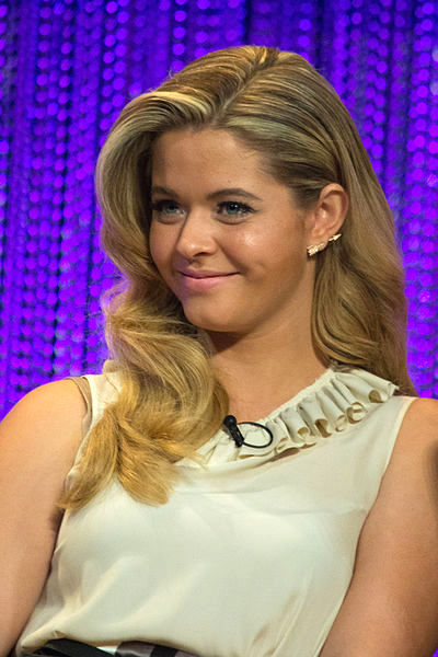 The 22-year old daughter of father John Pieterse and mother Sarah Zincman Sasha Pieterse in 2018 photo. Sasha Pieterse earned a  million dollar salary - leaving the net worth at 3 million in 2018