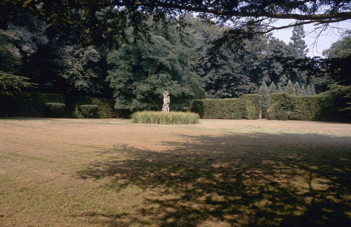File sculptuur van apollo daphne en een cupido in de vierkante tuin ten zuidwesten van het - Huis in de tuin ...