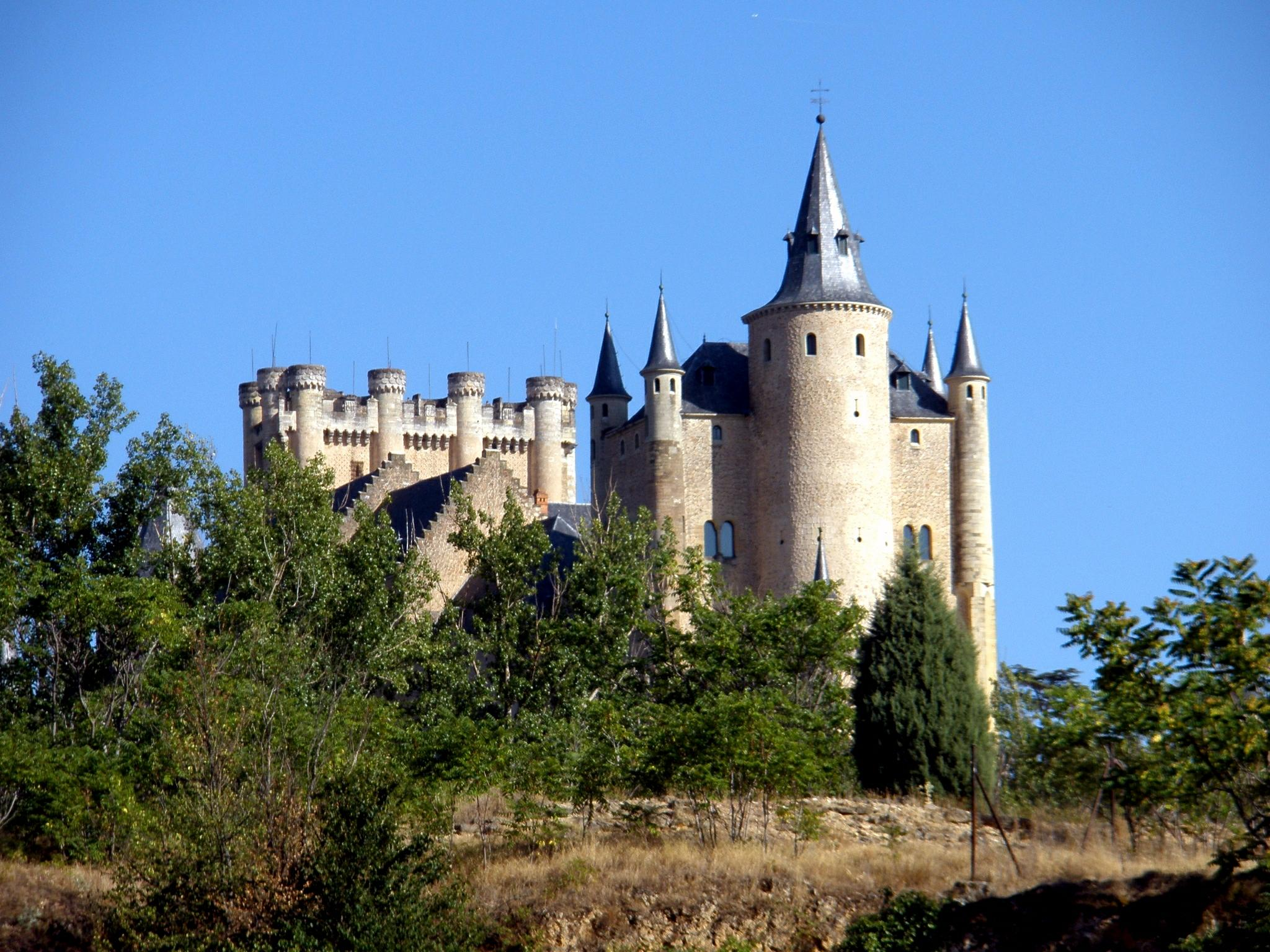 File:Segovia - Alcazar, desde la Fuencisla.jpg