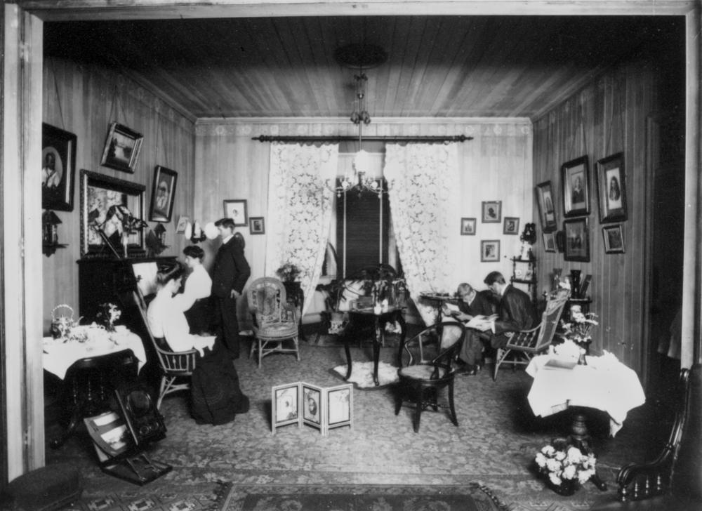 FileStateLibQld 1 137867 Living Room Of The Poulsen Family Home Ca 1910