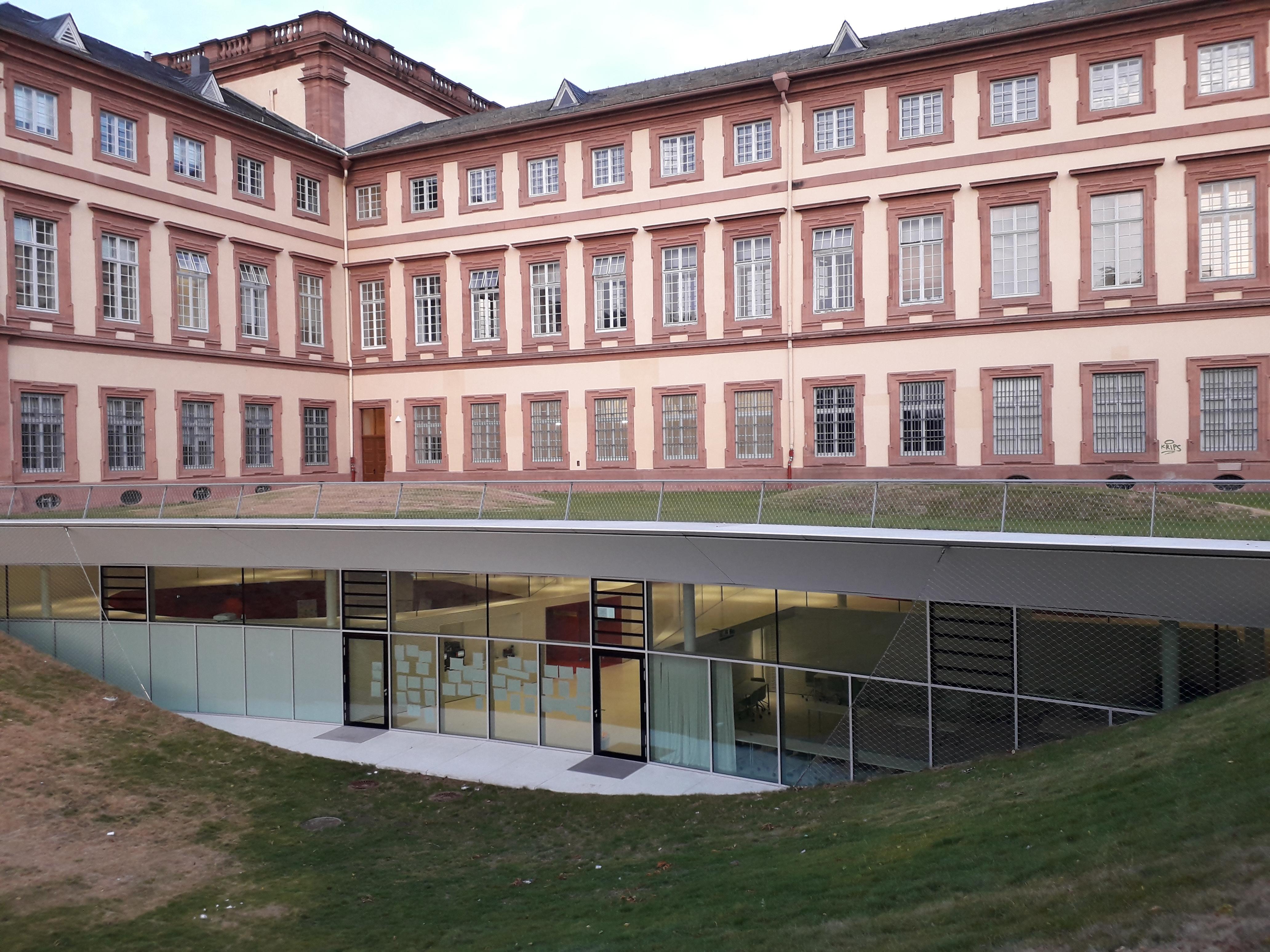 Mannheim Business School - Wikipedia