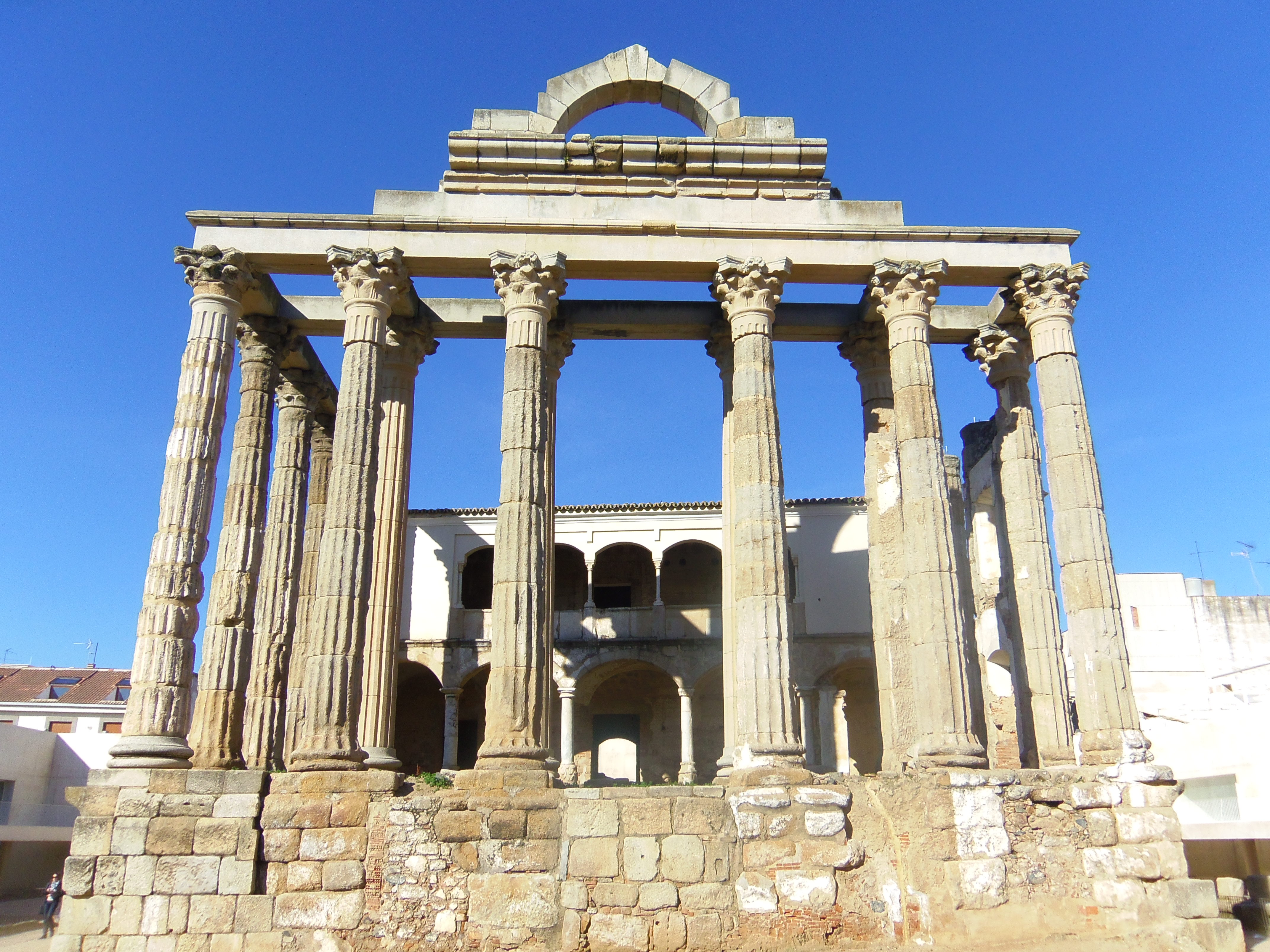 File:Temple of Diana 2011.JPG - Wikimedia Commons