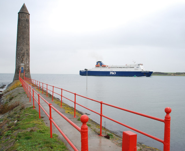 File:The Chaine Memorial, Larne - geograph.org.uk - 620971.jpg