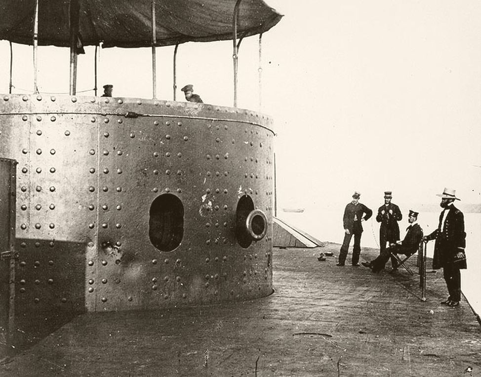 USS_Monitor_James_River_1862.jpg
