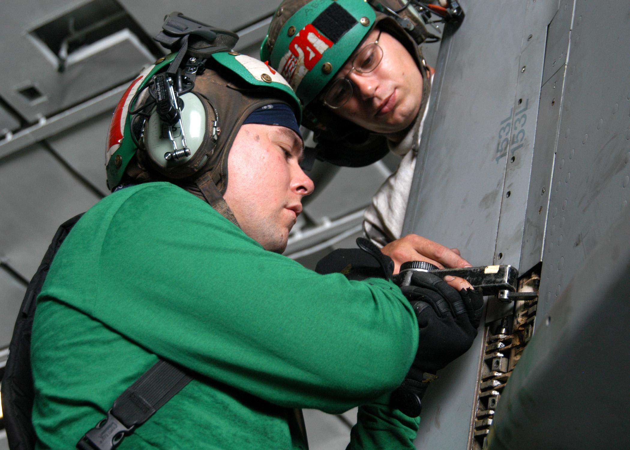fileus navy 040612 n 7695r 001 aviation machinist mate 2nd class