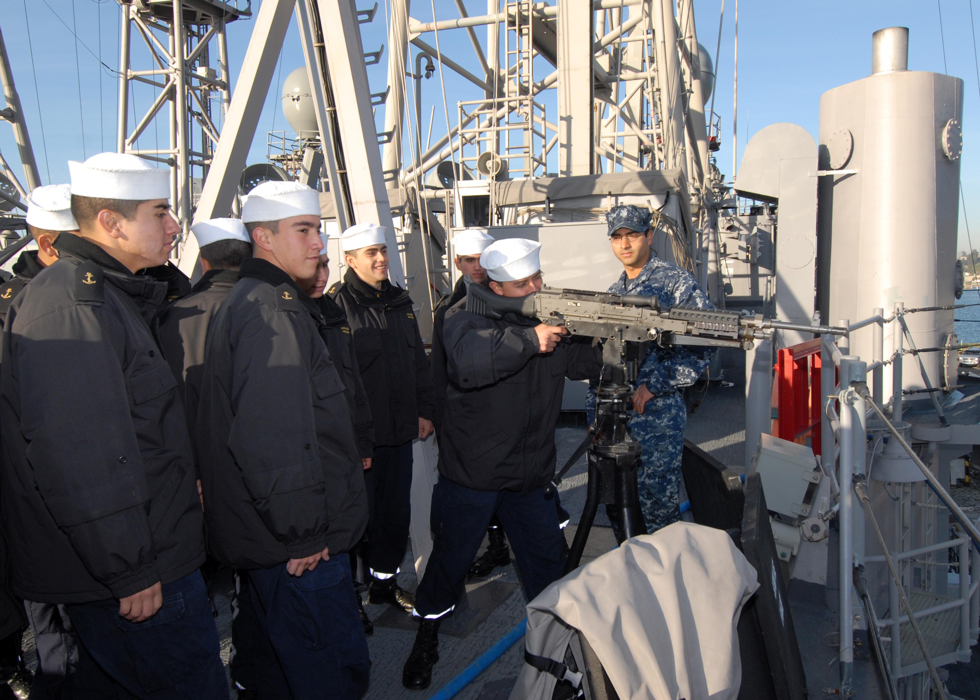 File:US Navy 110613-N-ZI300-071 Gunner's Mate 1st Class Enrique ...