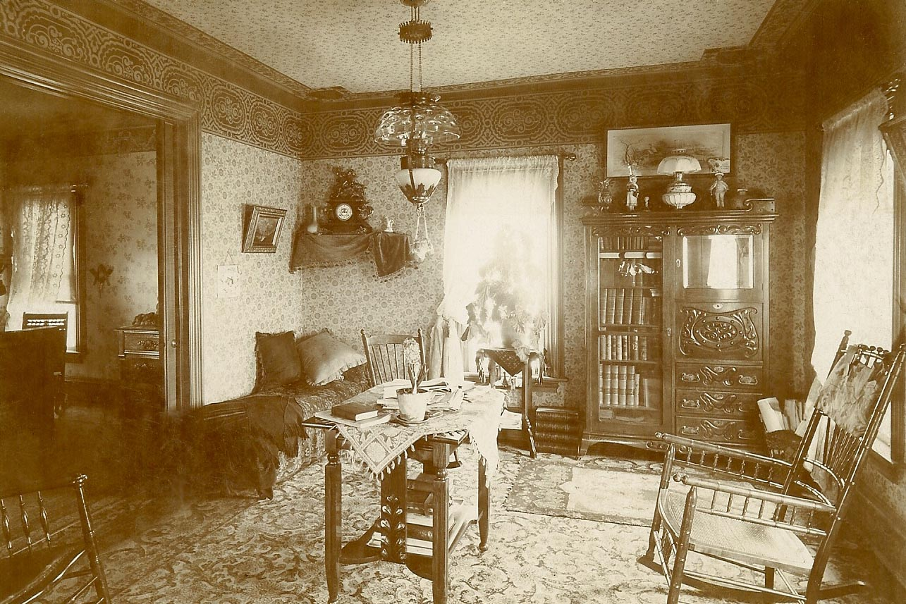 File victorian style room early wikimedia commons for Victorian house interior design ideas living room