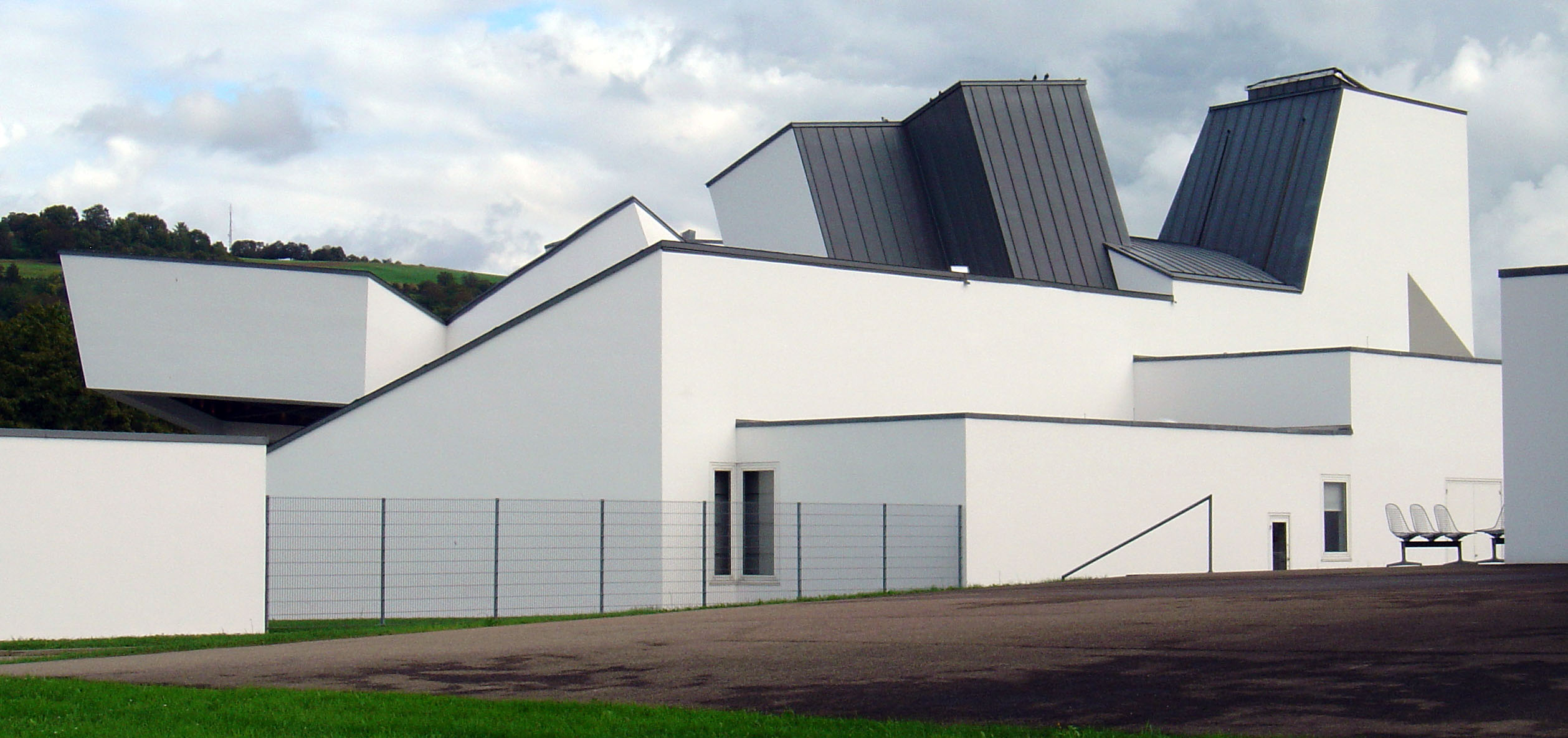 File vitra design museum factory side for Factory building design