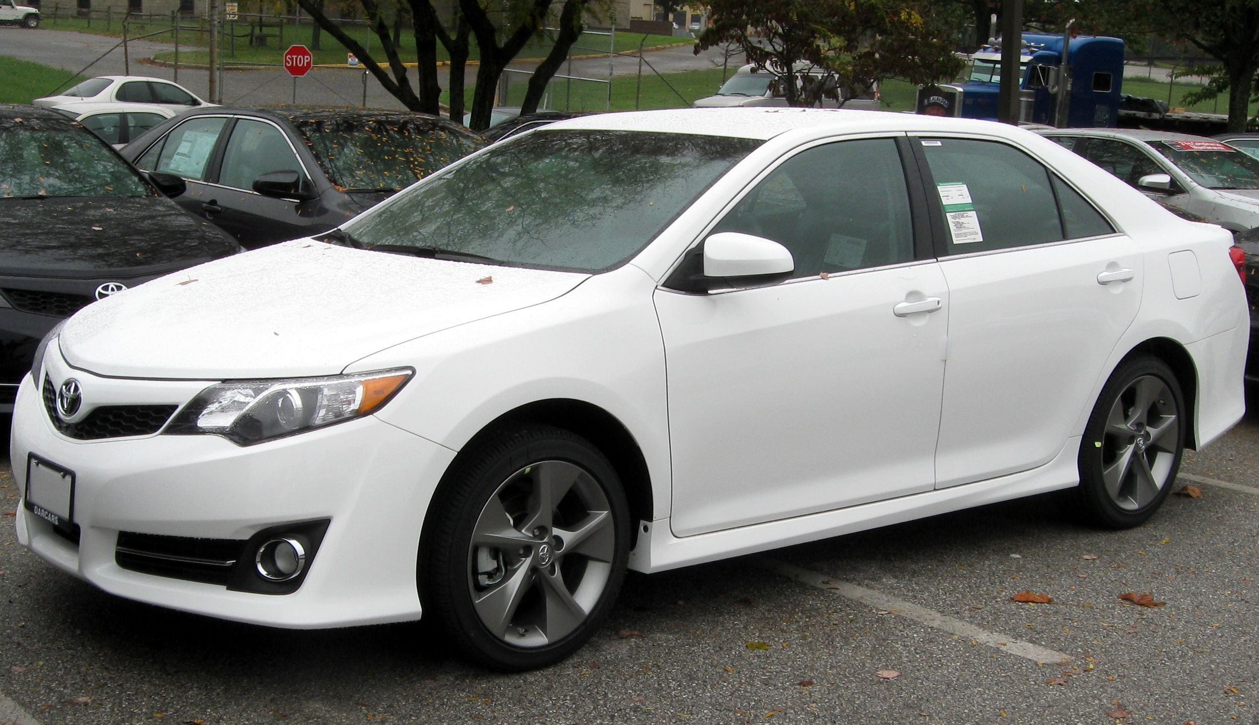 File:<strong>2012</strong> Toyota Camry SE -- 10-19-2011.jpg - Wikimedia Commons