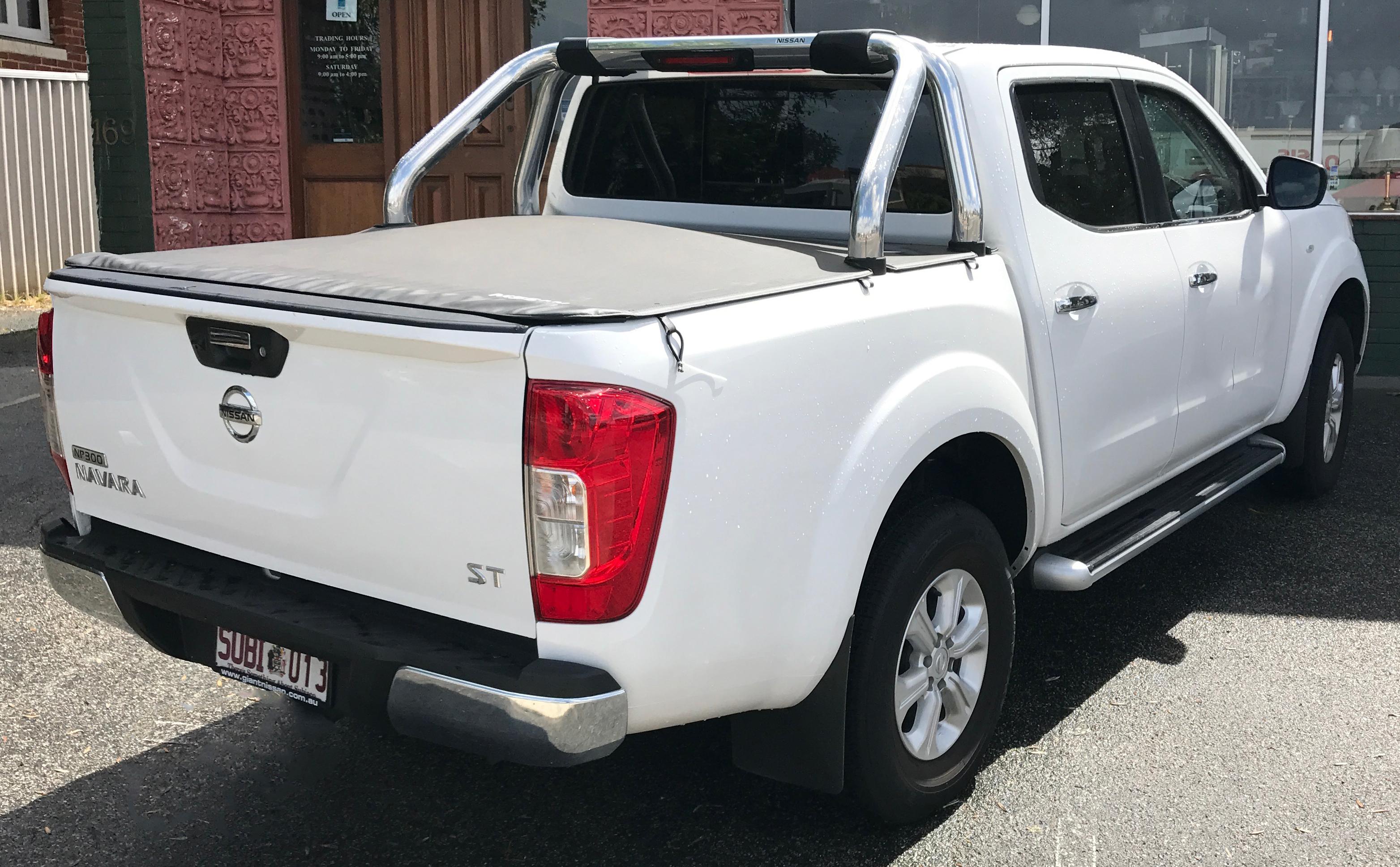 Nissan Navara NP300 ST (Australia)