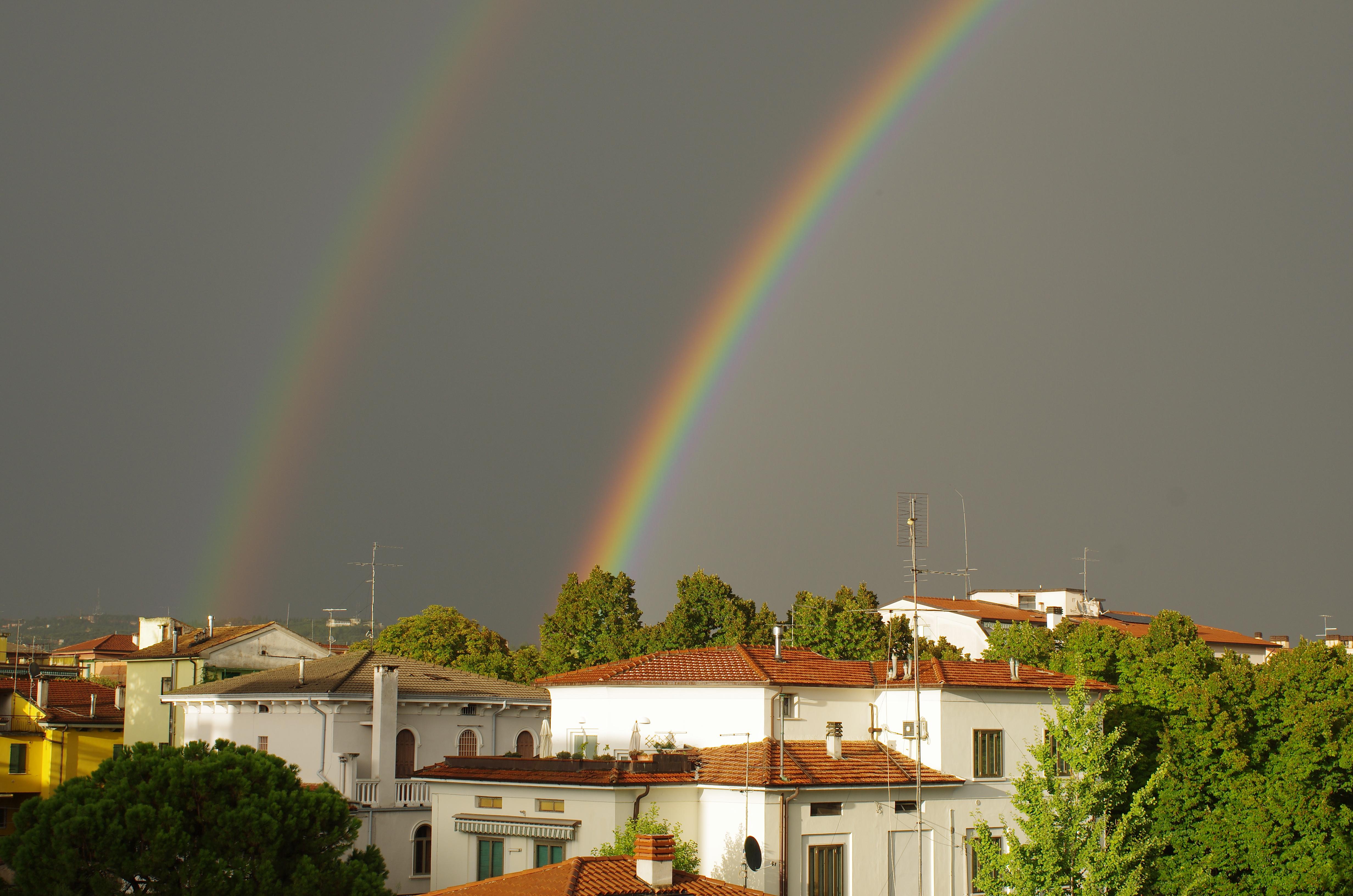 2018 09 photo Paolo Villa-Category-Verona rainbows-Arcobaleno doppio arco-PENTAX K-5 II-smc PENTAX-FA 35mm F2 AL-primary and secondary rainbow with Alexander's dark band-Category-Double rainbows in Italy-Category-Supernumerary rainbows-.jpg