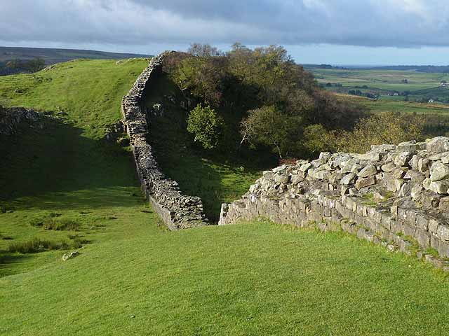 A classic view of Hadrian's Wall - geograph.org.uk - 1540588