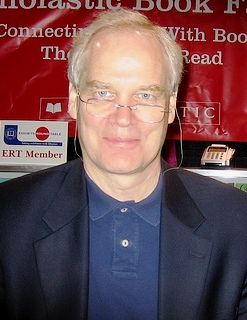 Clements at a [[Scholastic Corporation|Scholastic]] book fair in 2008