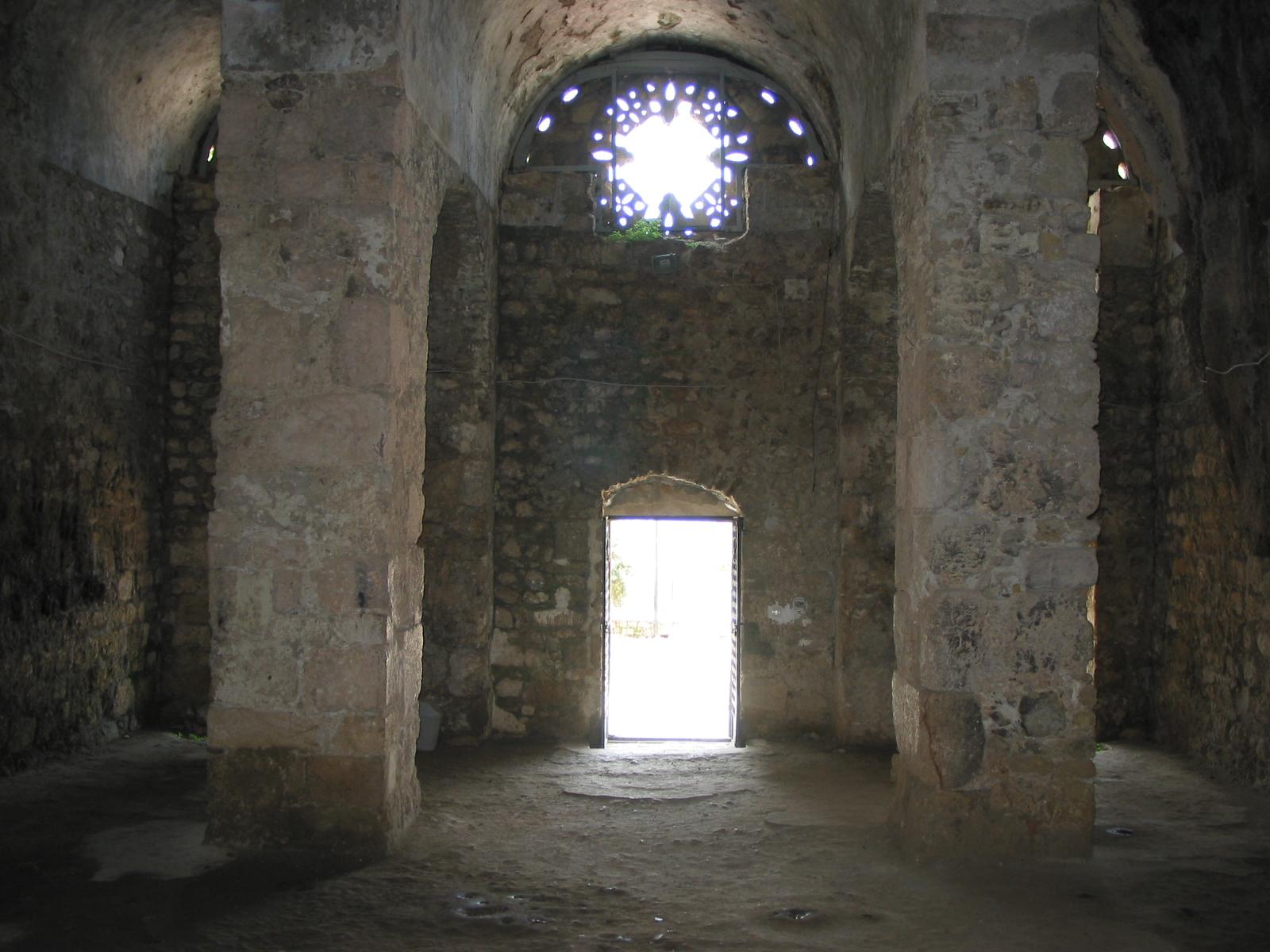 File:Antioch Saint Pierre Church Inside.JPG