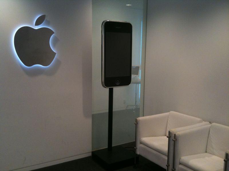 File:Apple Japan HQ なう。 @ Opera City Tower, Shinjuku.jpg