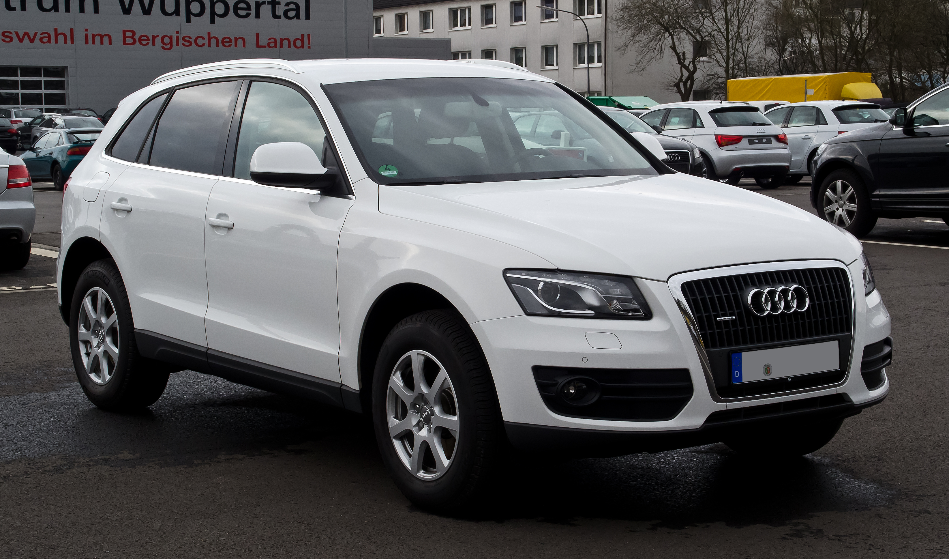 file audi q5 2 0 tdi quattro frontansicht 18 m rz 2012 wikimedia commons. Black Bedroom Furniture Sets. Home Design Ideas