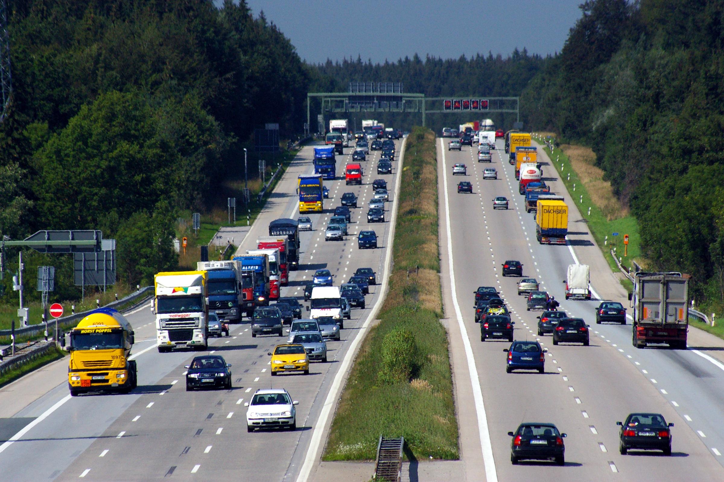 Fileautobahn a8 bei holzkirchenjpg wikimedia commons for Holz küchen
