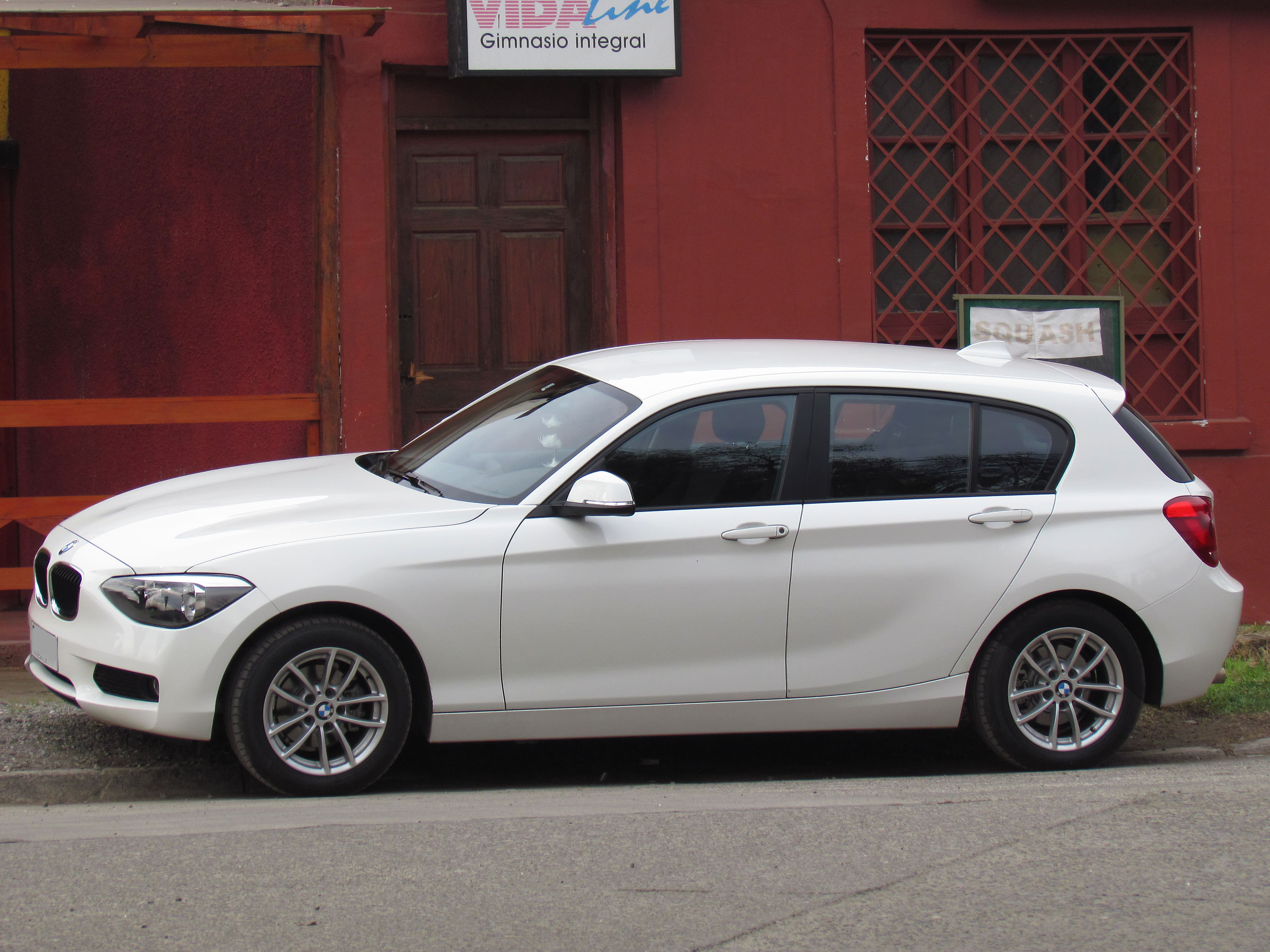 bmw 114i new bmw 114i with 1 6l turbo and m135i presented. Black Bedroom Furniture Sets. Home Design Ideas